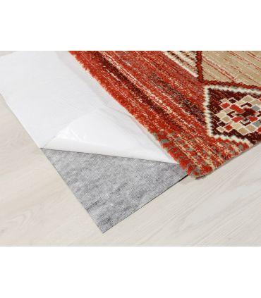 Base o Malla antideslizante para alfombras totalmente a medida. Papel protector de adhesivo.