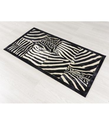 Cebra. Alfombra de Piel Patchwork. Cuadros de 40x40 cm. Borde Cenefa Negra de 5 cm.