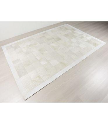 Patchwork Blanco. Alfombra de Piel. Cuadros 20x20. Borde Cenefa 10 cm.